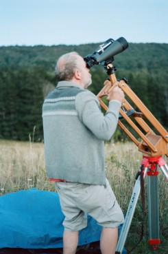 Me fiddling with the parallelogram binocular mount in the daytime